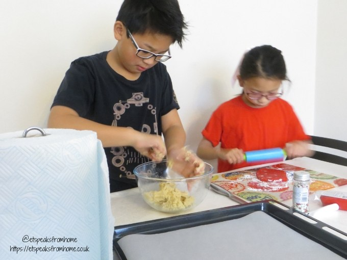 Cleaning with Regina Blitz this Christmas baking children