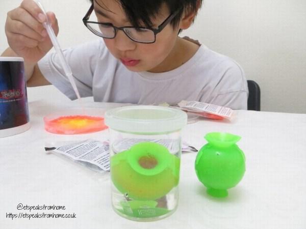 Thames & Kosmos Science Kits bouncing planets experiment