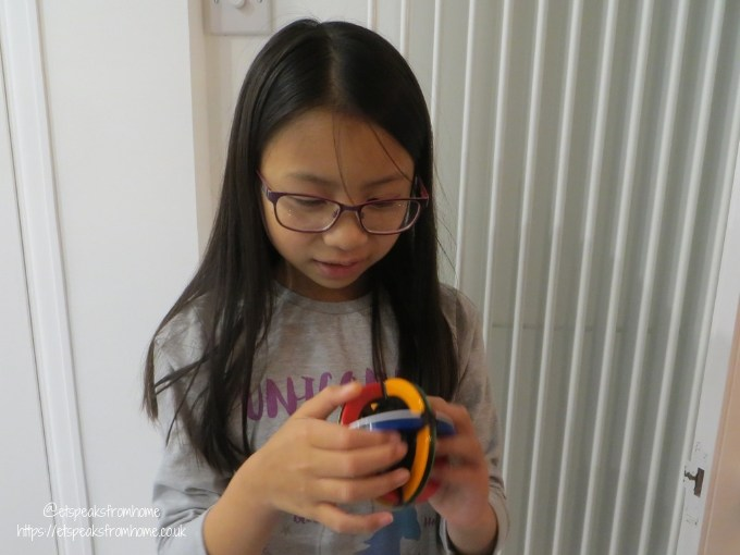 rubik's orbit playing