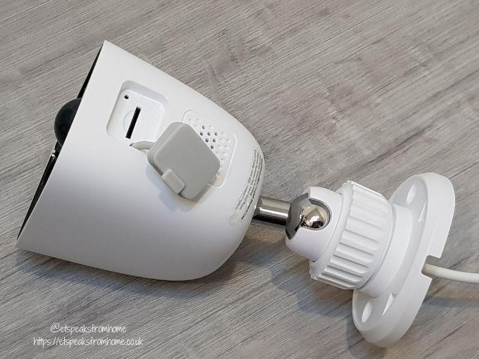 d-link HD Outdoor Wi-Fi spotlight camera sd slot