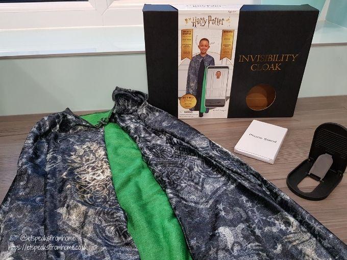Harry Potter Junior Invisibility Cloak contents