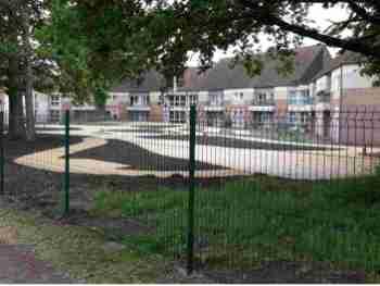 Clôture rigide en panneaux soudés pour maison de retraite à Salbris