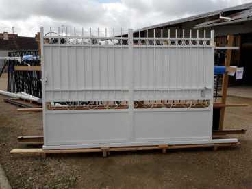 Portail aluminium imitation fer forgé chez Ets Thomas En région Centre