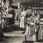 Femmes dans une fabrique de soie