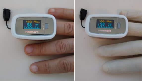 Image montrant un saturomètre donnant la même valeur de saturation même à travers un gant