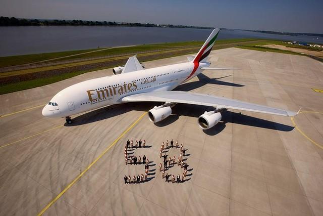 Erster Airbus A380 an Emirates ausgeliefert