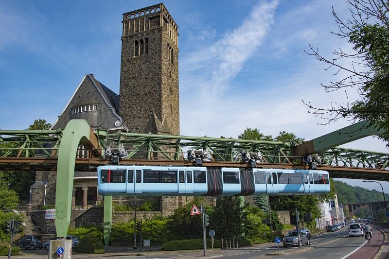 Die Schwebebahn in Wuppertal fährt wieder