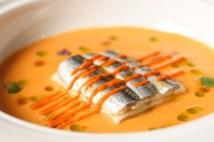 Lasaña de Anchoas en sopa de Tomate