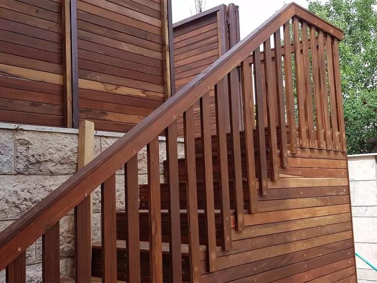 מדרגות עץ לגינה