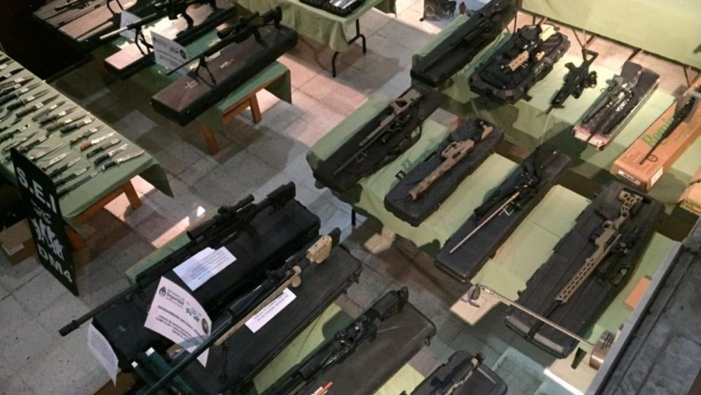 Weapons confiscated from an international arms trafficking group dismantled by Spanish and Argentine police