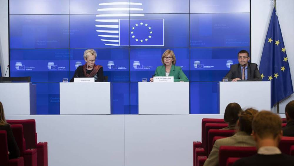 From left to right: Ms Tiina ASTOLA, European Commission's Director General for Justice, Consumers and gender Equality; Ms Anna-Maja HENRIKSSON, Finnish Minister of Justice.