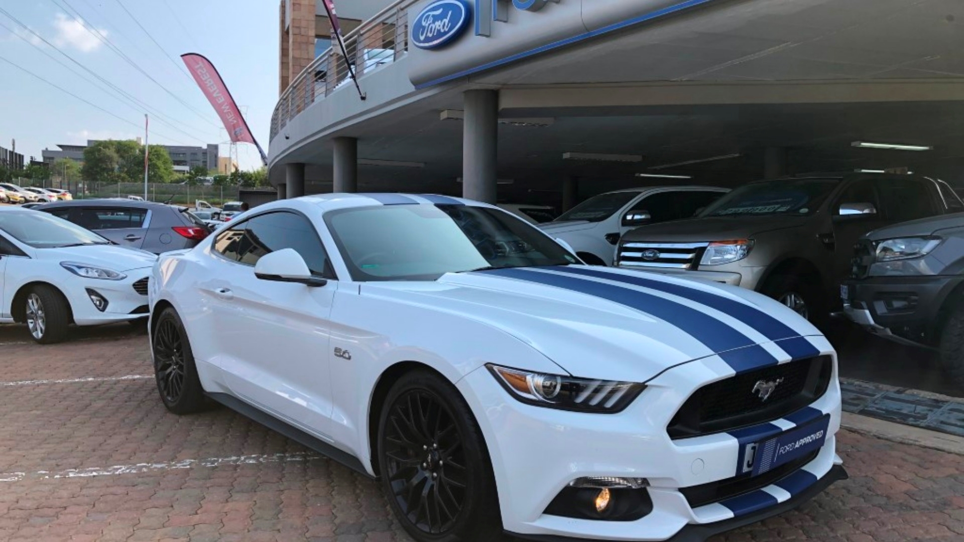 Based on thousands of real life sales we can give you the most accurate valuation of your vehicle. 2017 Ford Mustang 5 0 Gt A T For Sale In Gauteng Auto Mart