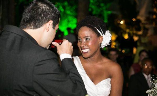 A noiva Fernanda Proença usou: sombras M.A.C Vanilla e Swiss Chocolate; pigmento M.A.C Day Gleam; e batom MAC Pro Long Wear Clingpeach. Fotos: Ana Elizabeth Fotógrafa
