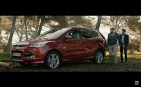 Ford Kuga mains dans les poches 2