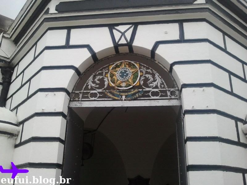forte de copacabana portao interno brasão