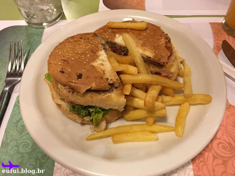 Hamburguer do restaurante Dolce Vita no Bella Italia em Foz do Iguaçu