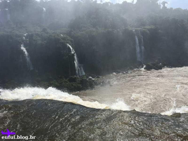 Queda d'água na Garganta do Diabo nas Cataratas do Iguaçu