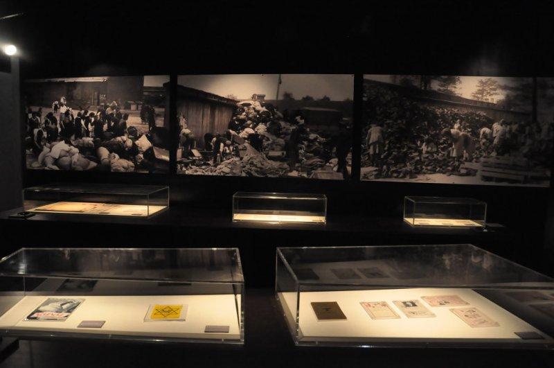 Documentos e Objetos no Museu do Holocausto de Curitiba - Paraná