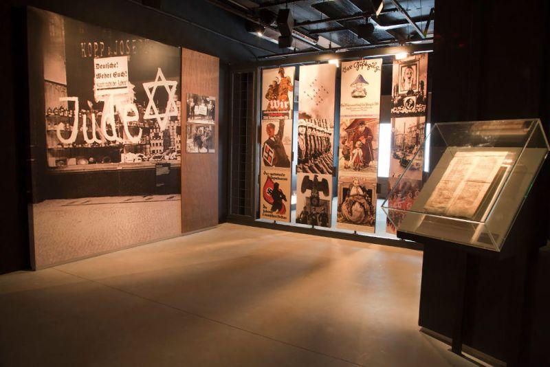 Quadros no Museu do Holocausto de Curitiba - Paraná