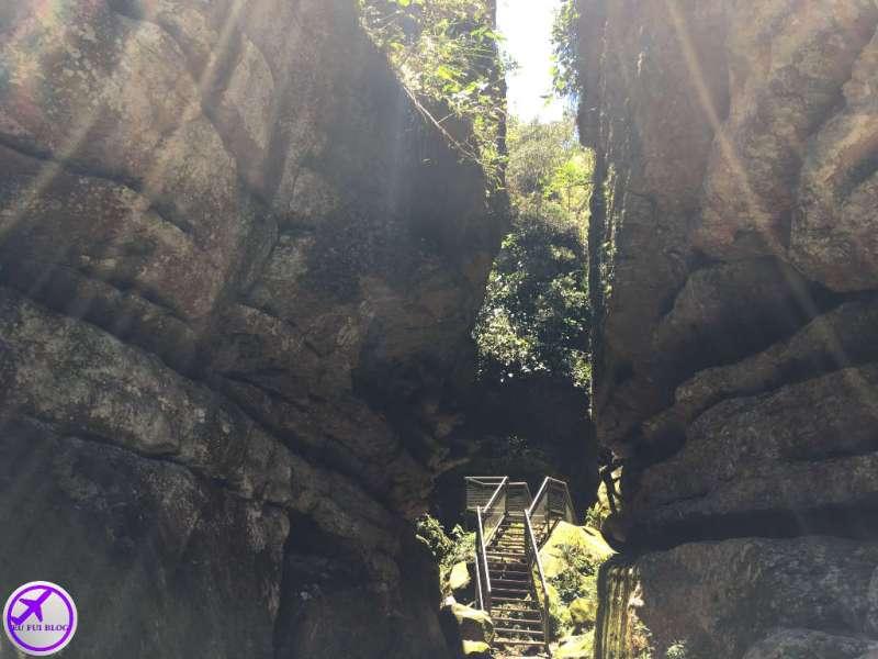 Pedra Partida na Gruta do Monge - Parque Nacional do Monge - Lapa - Paraná