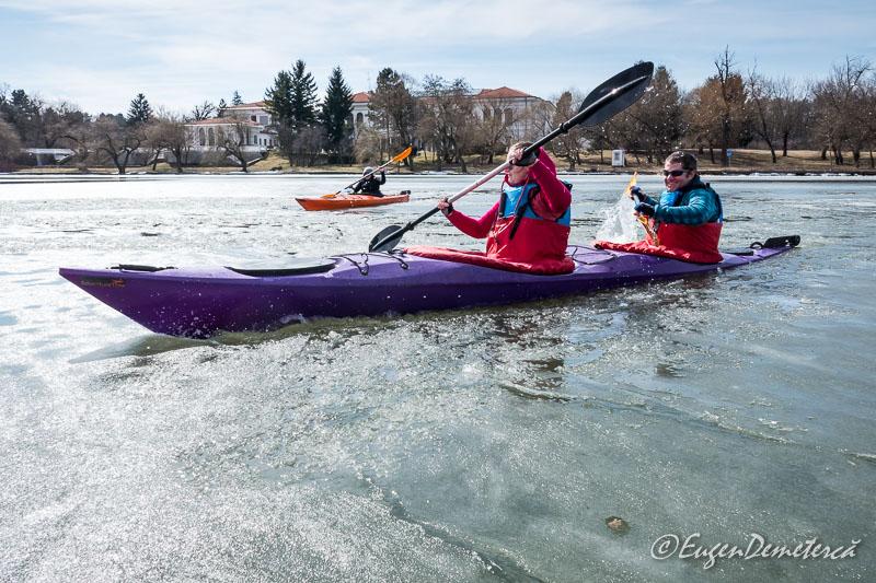 Caiac dublu pe Gheata Snagov - Valsând pe gheaţă, cu caiacul!