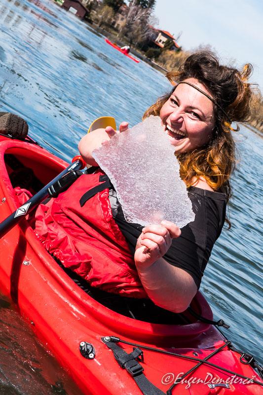 Mada mancatoarea de gheata - Valsând pe gheaţă, cu caiacul!