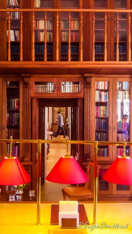 Biblioteca palatului de la Savarsin - Paştele Regal la Săvârşin