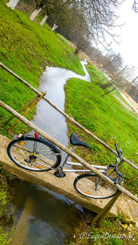 Bicicleta cu parau la Savarsin - Paştele Regal la Săvârşin