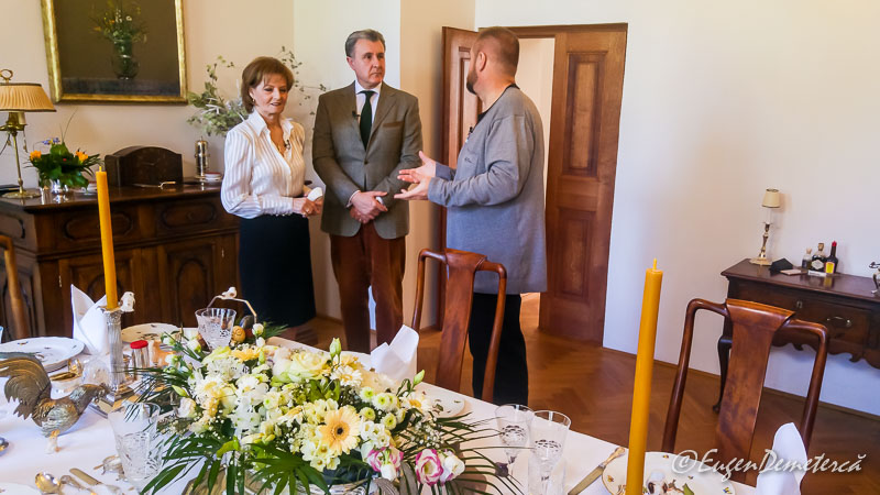 Familia regala si masa de Paste la Savarsin - Paştele Regal la Săvârşin