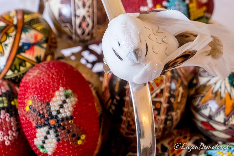 Oua decorate de Paste cu pasare de ceramica - Paştele Regal la Săvârşin