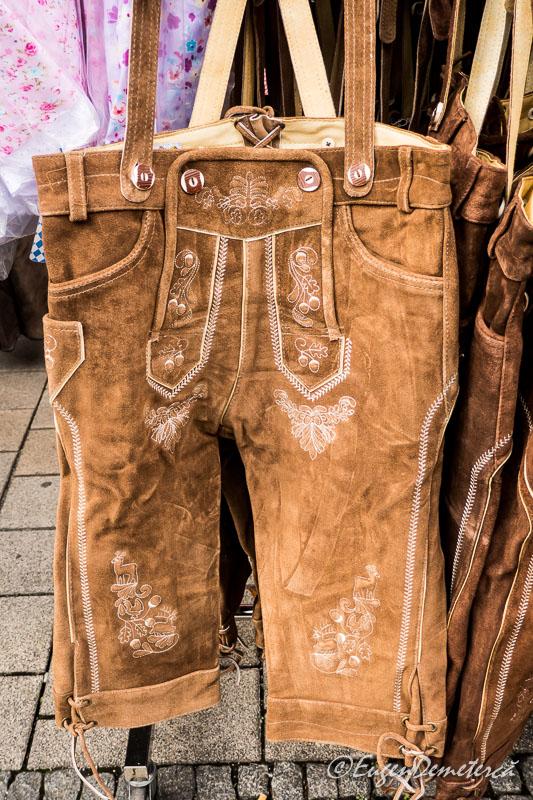 Pantaloni traditionali bavarezi de vanzare