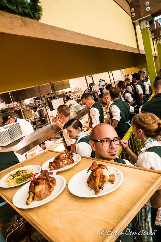 Coada chelnerilor la Oktoberfest 2