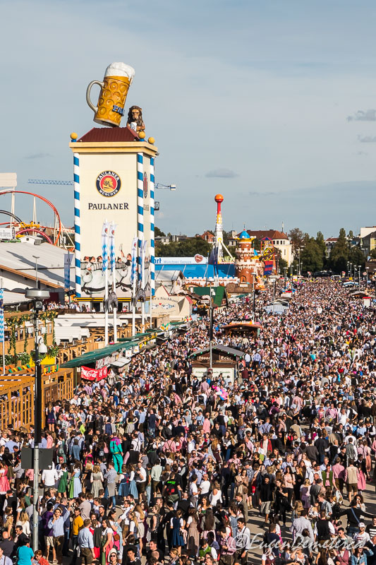 Mii de oameni la Oktoberfest