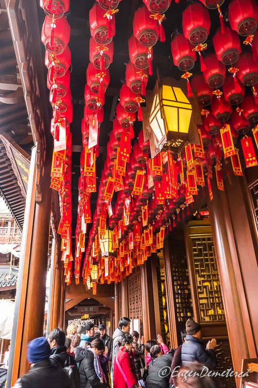 Shanghai - credinciosi la Templul lui Buddha de Jad 2