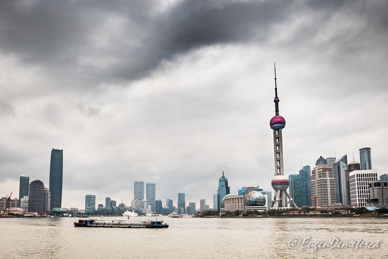 Shanghai - zgarie nori vazuti de pe Bund