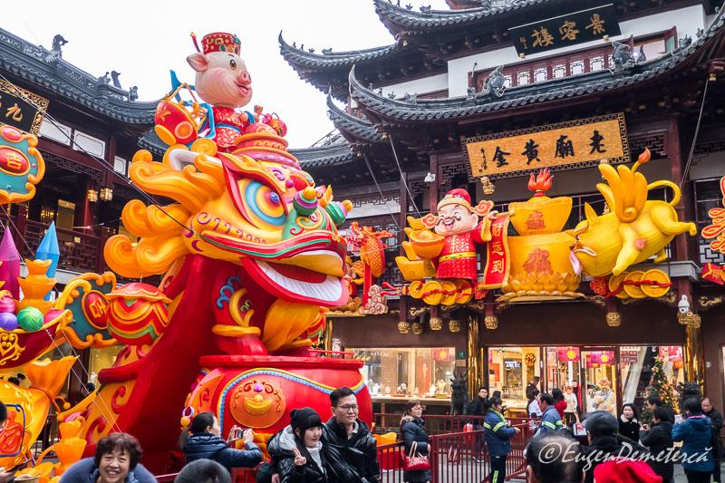Shanghai - figuri foarte colorate de Anul Nou la Yuyuan bazar