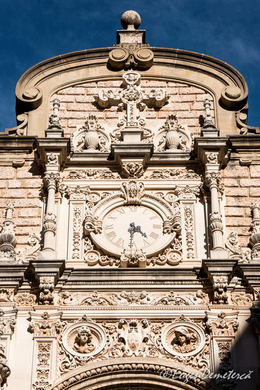 Montserrat - detaliu fronton bazilica