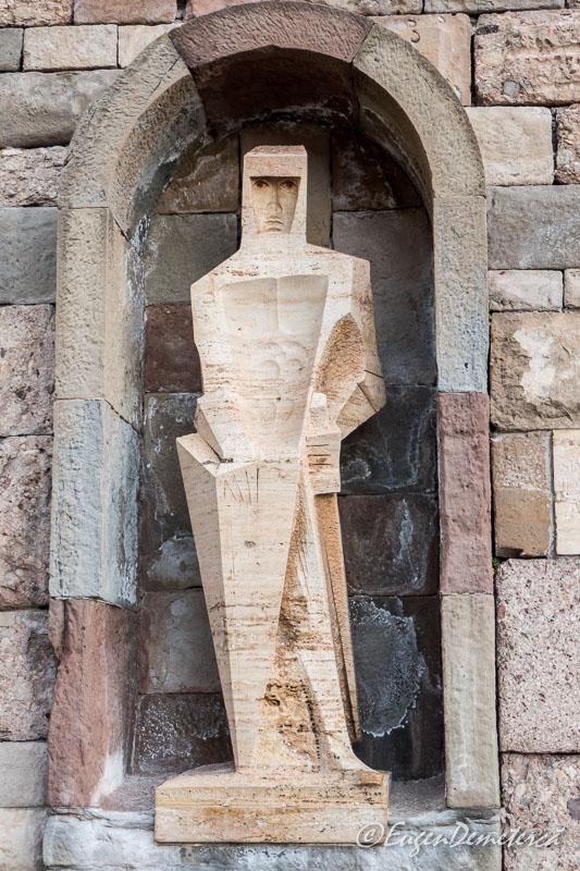 Montserrat - sculptura moderna
