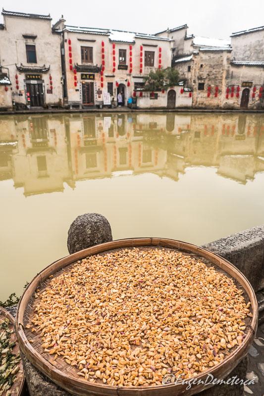 Cereale puse la uscat in Hongcun
