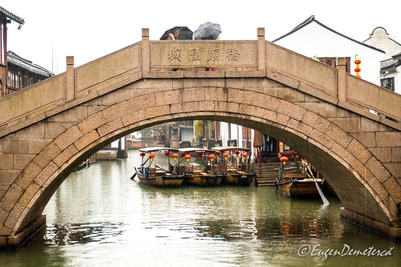 Pod in Zhujiajiao cu gondole