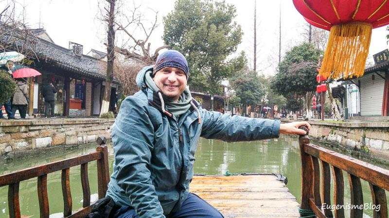 Eugenismeblog pe gondola chinezeasca in Zhujiajiao