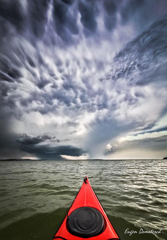 Nori de furtuna pe lacul Razim