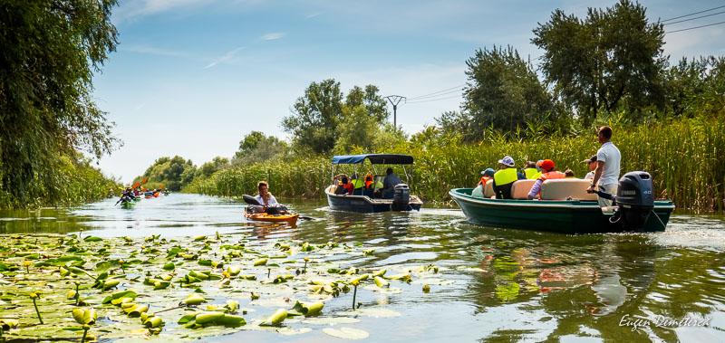 Barci pe canalul Perisor