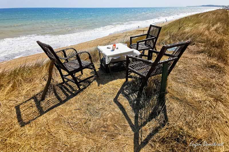 Masa cu scaune la Ezerets