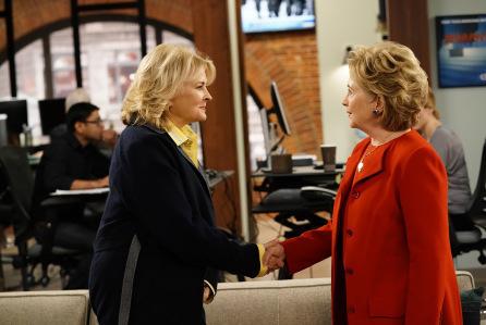 La mítica serie Murphy Brown regresó con el cameo sorpresa de Hillary Clinton