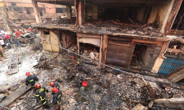 Un incendio en Bangladés deja al menos 70 víctimas mortales