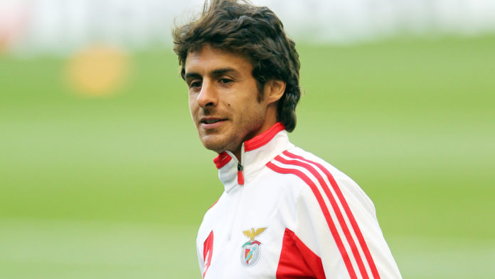Benfica's Argentinian midfielder Pablo Aimar looks on during a training session at Parkhead stadium in Glasgow, Scotland, on September 18, 2012 ahead of their UEFA Champions League group G football match against Benfica on September 19. AFP PHOTO / IAN MACNICOL (Photo credit should read Ian MacNicol/AFP/GettyImages)