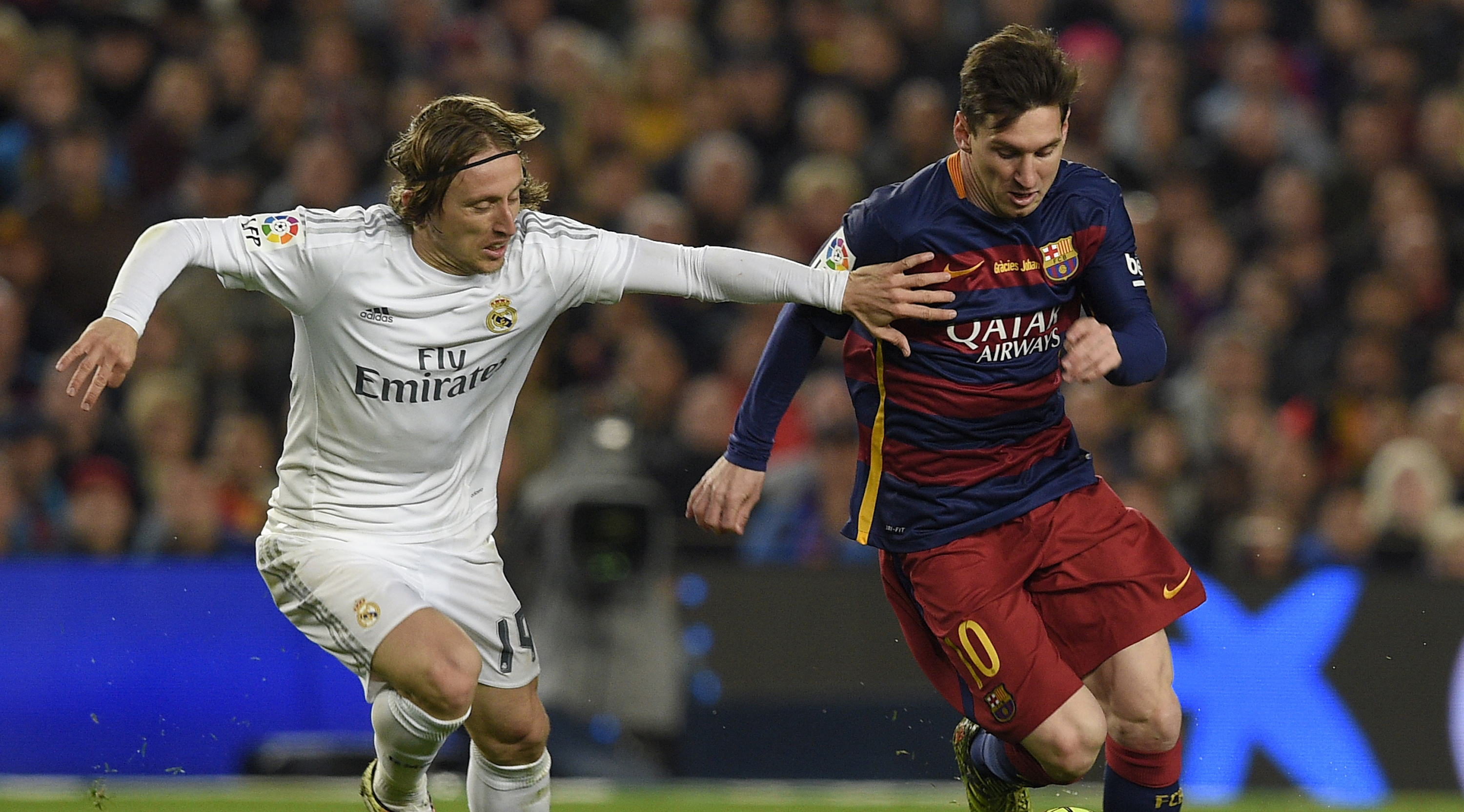 "Barcelona's Argentinian forward Lionel Messi vies with Real Madrid's Croatian midfielder Luka Modric during the Spanish league ""Clasico"" football match FC Barcelona vs Real Madrid CF at the Camp Nou stadium in Barcelona on April 2, 2016. / AFP / LLUIS GENE (Photo credit should read LLUIS GENE/AFP/Getty Images)"
