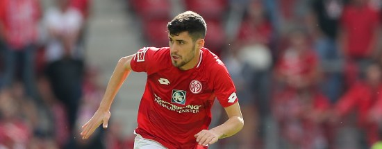 MAINZ, GERMANY - SEPTEMBER 15: Aaron Martin of Mainz in action during the Bundesliga match between 1. FSV Mainz 05 and FC Augsburg at Opel Arena on September 15, 2018 in Mainz, Germany. (Photo by Christian Kaspar-Bartke/Bongarts/Getty Images)