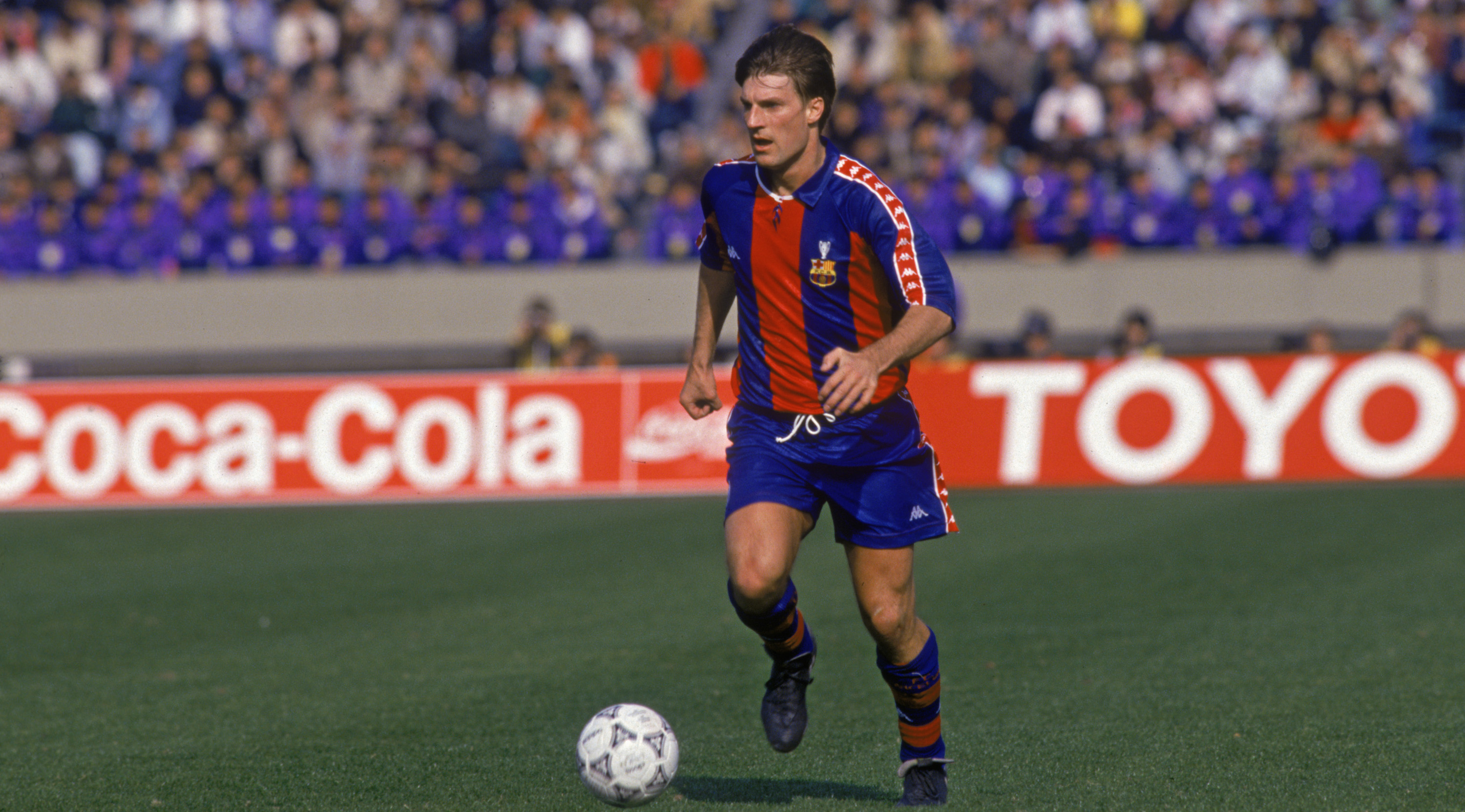 Danish footballer Michael Laudrup playing for the Spanish club FC Barcelona, early 1990s. (Photo by Shaun Botterill/Getty Images)